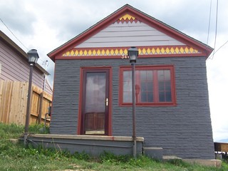 We saw a lot of quirky houses like this in Leadville...a lot of them have different shaped shingles (ala the Victorian Age) painted in bright colors.