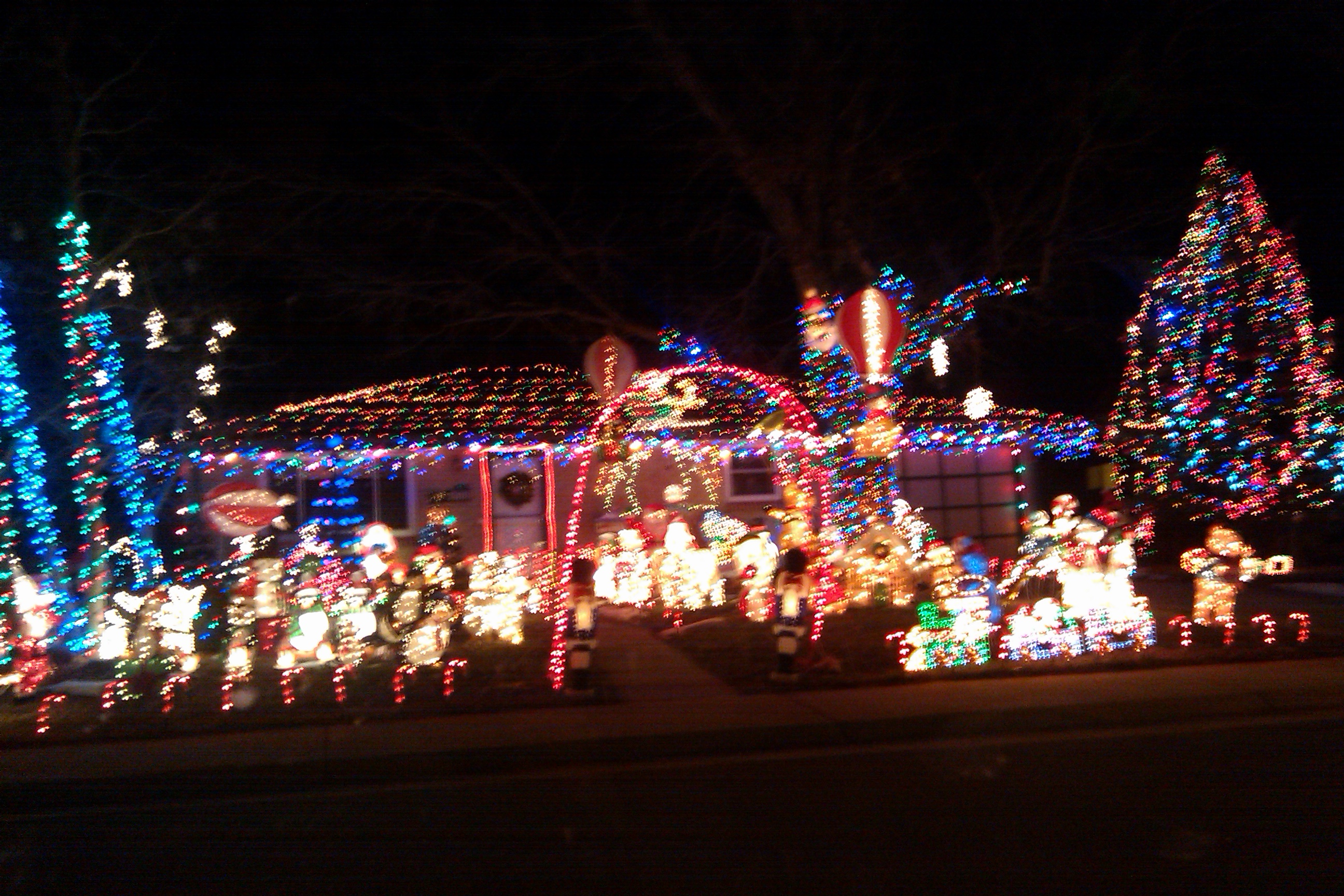 Why do we decorate with christmas lights - It Was Seriously Impressive How Much They Managed To Fit In Their Yard When I See Houses Decorated Like This I Have 2 Thoughts Where Do They Store All